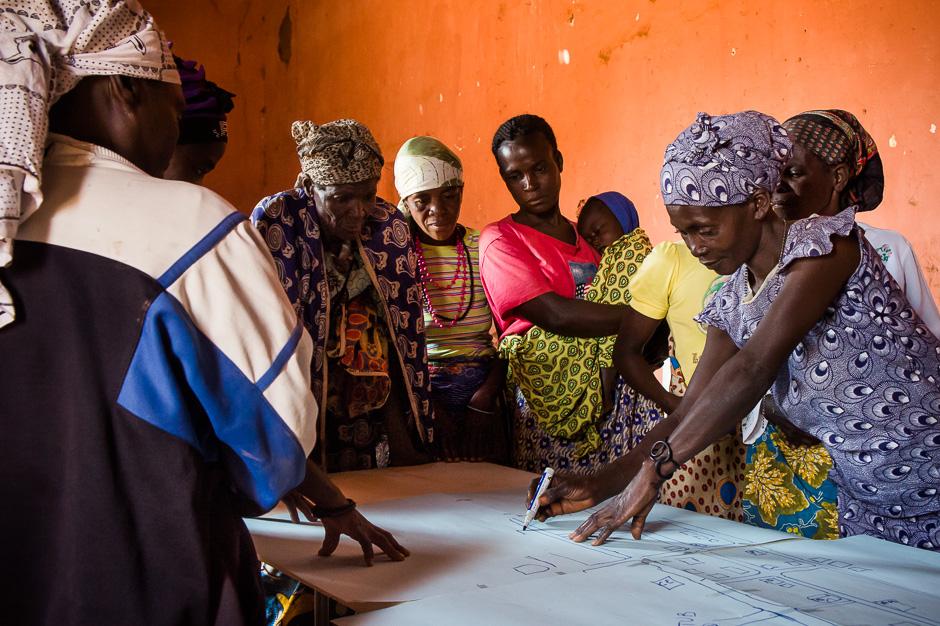 Reunión de diagnóstico comunitario en Katabola